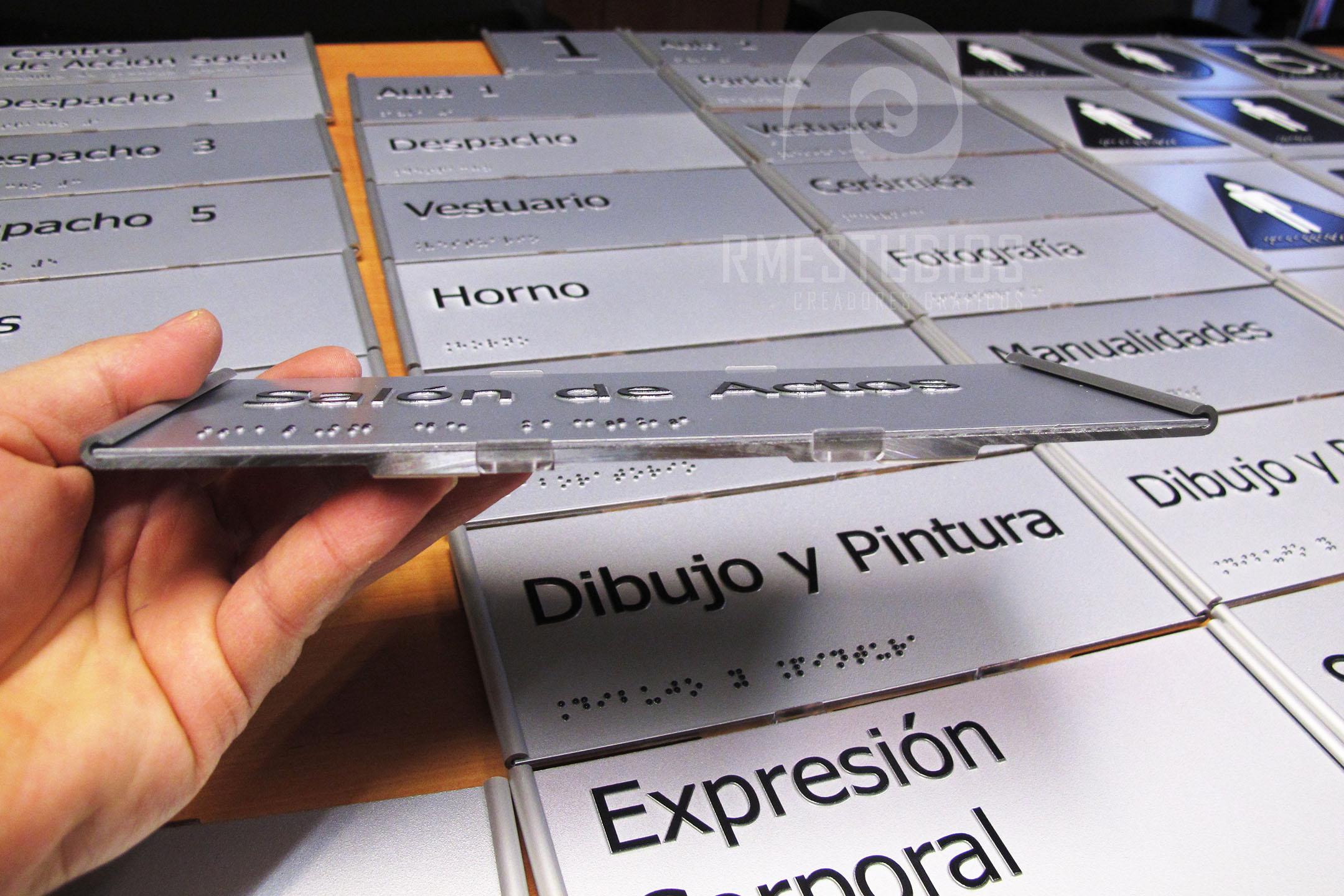 24-senaletica-accesible-senalizacion-en-Braille