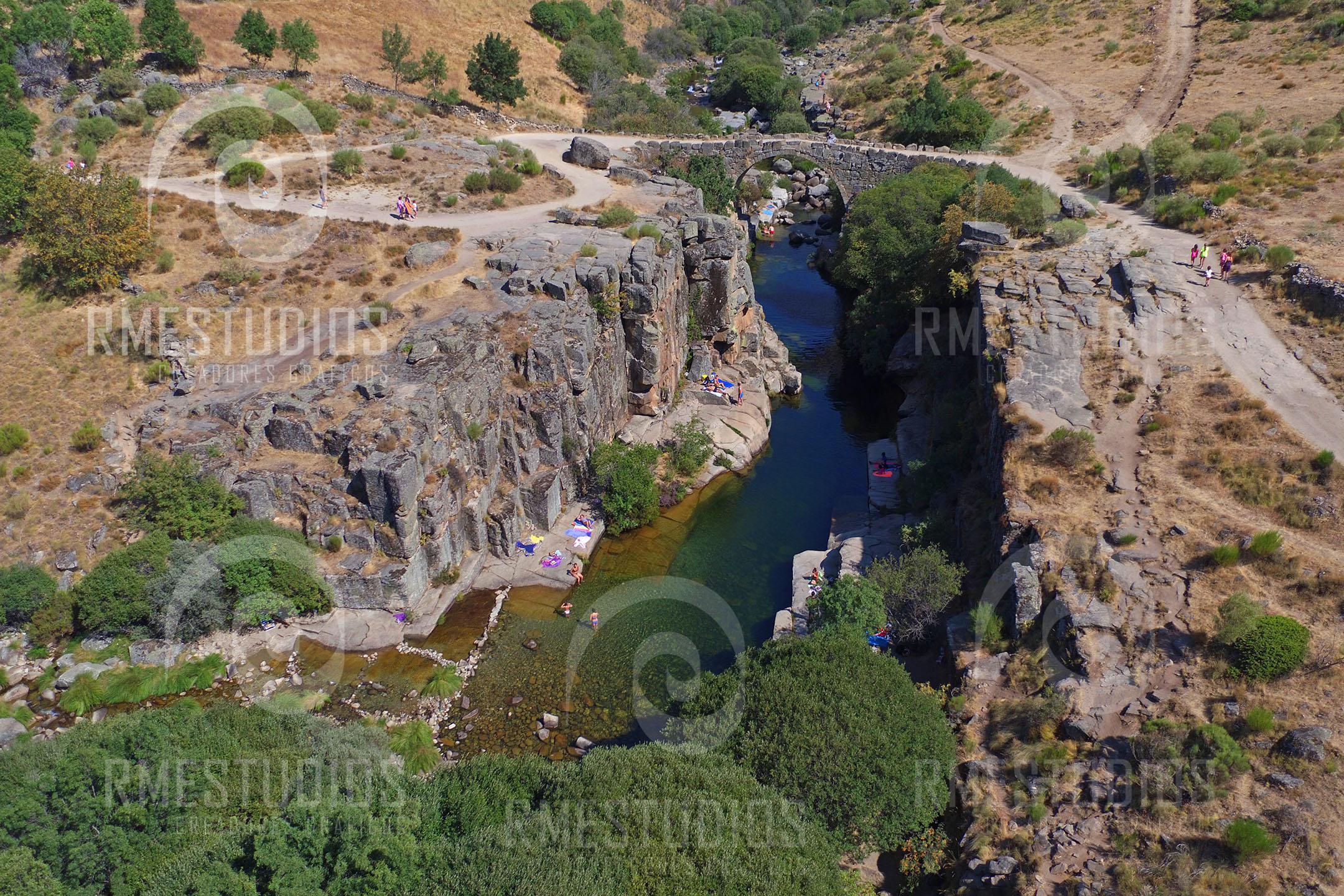 Pozo de las Paredes, en Navacepeda de Tormes, zonas de baño en